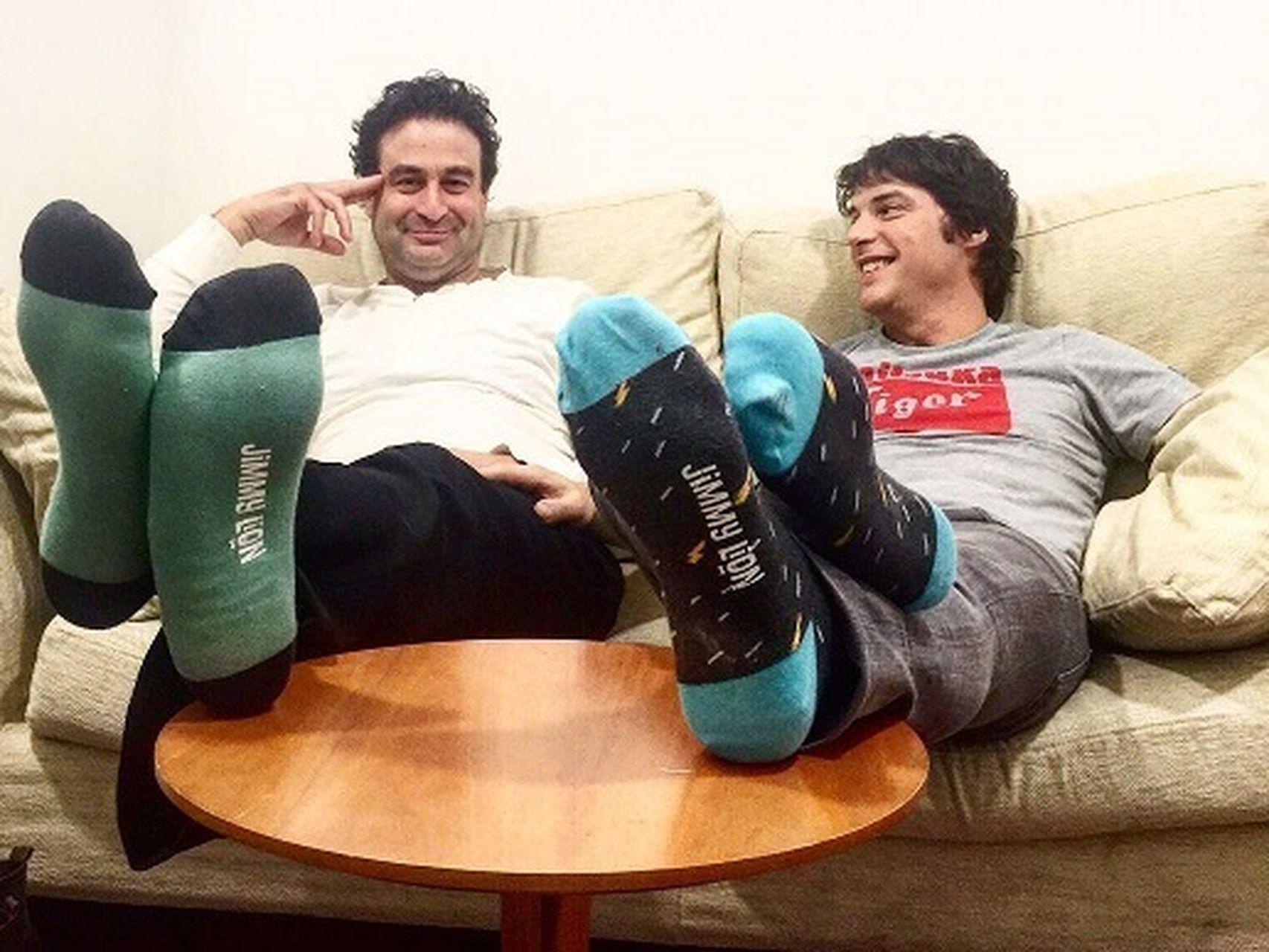 Calcetines y pies adolescentes